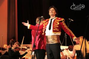 На сцене СЦКиИ выступили артисты Государственного Академического музыкального театра Республики Крым, представив детскую Музыкальная сказку днем и Гранд-концерт для взрослой аудитории вечером.