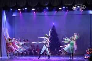 Щелкунчик устроил первый новогодний бал в СЦКиИ