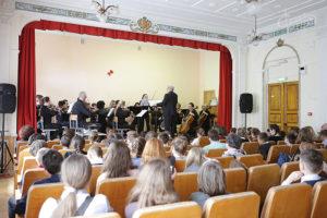 Уроки живой музыки в севастопольской гимназии №1