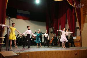 Танцы в школе №22 вместе с оркестром