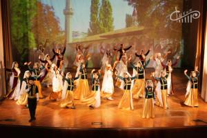 «Муаббетлик – Акъяр – Баар». Юбилейный концерт ансамбля «Акъяр» прошел в СЦКиИ