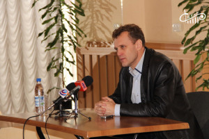 Пресс-конференция Олега Попова прошла в СЦКиИ