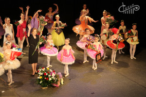 Танцевальные орнаменты от ансамбля «Арабески» на сцене СЦКиИ