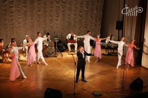 На сцене СЦКиИ выступили артисты Луганской академической филармонии.