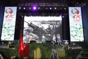 Коллективы СЦКиИ выступили в День Победы на площади Нахимова