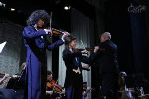 Скрипачи Матвей и Тимофей Блюмины выступили в СЦКиИ