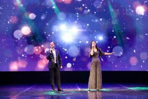 Музыкальное поздравление СЦКиИ: дуэт Евгения и Оксаны Дунаевых