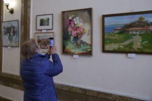 Художественная выставка «…Любовь земли и прелесть года»