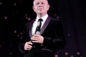 Поздравляем с днем рождения руководителя вокального ансамбля «Жар-птица» Сергея Мокриенко!